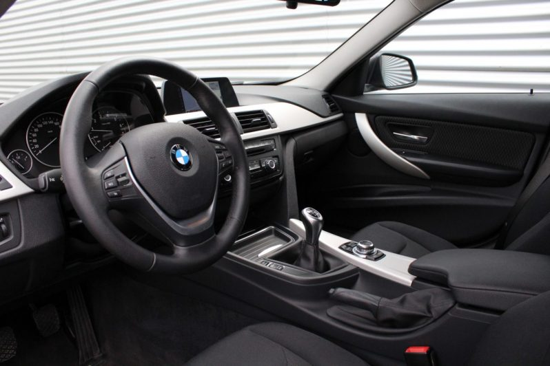 BMW 316i Touring Executive volledig