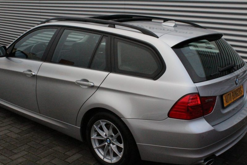 BMW 318i Touring High Executive volledig