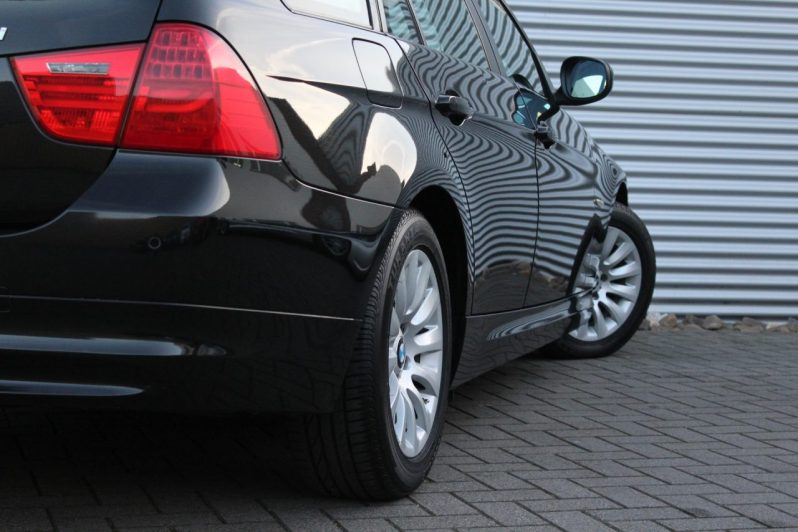BMW 318i Touring Executive volledig