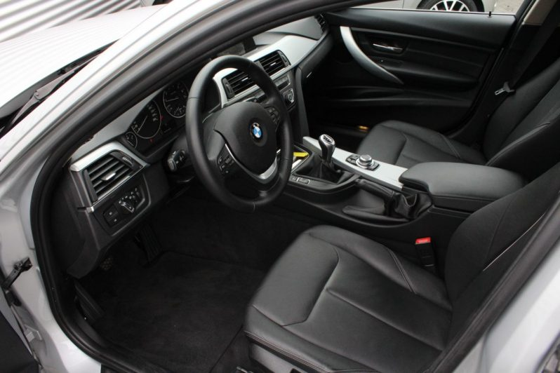 BMW 320i Touring High Executive volledig
