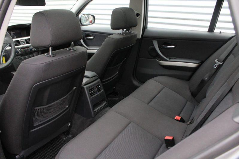 BMW 318i Touring High Executive volledig